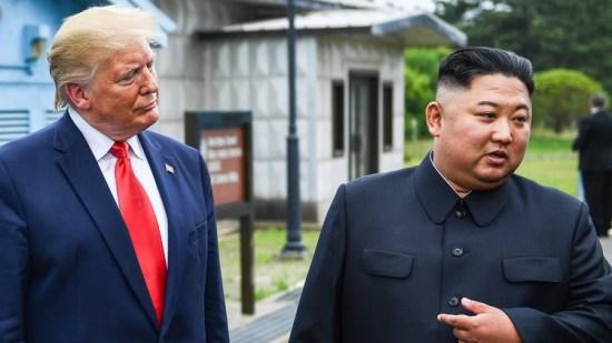 Trump y Kim Jong-un en la zona desmilitarziada que separa las dos Coreas (AFP)