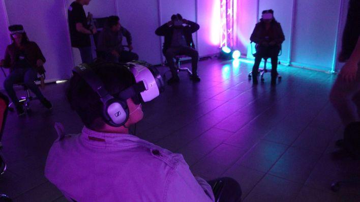 El microcine de Mediamorphosis permitió a los asistentes ver contenidos audiovisuales en realidad virtual (Foto: Juan Vicente Manrique/Infobae)