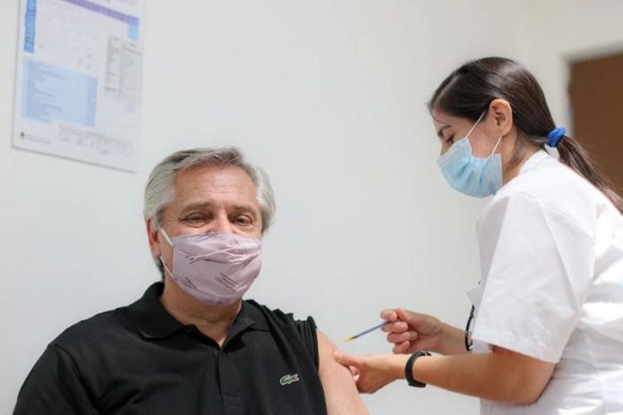 El presidente Alberto Fernández se vacunó con la Sputnik V (Esteban Collazo/Presidencia Argentina)