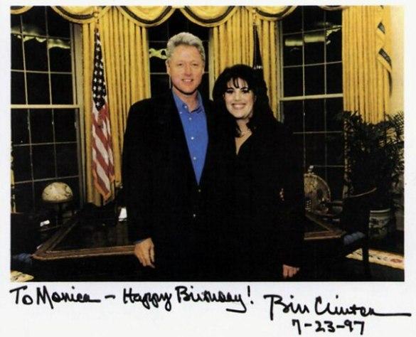 Una fotografía firmada por el presidente Bill Clinton en 1997 con motivo del cumpleaños de su becaria favorita, Monica Lewinsky. El escándalo casi le cuesta la presidencia al líder demócrata