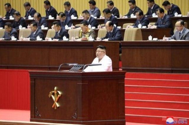 Kim Jong-un habla ante el partido único norcoreano