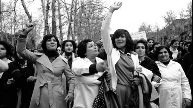 Mujeres protestando contra el uso obligatorio del hiyab el 8 de marzo de 1979 en Teherán