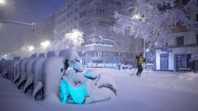 Impactante imagen de noche (Benjamin CREMEL / AFP)