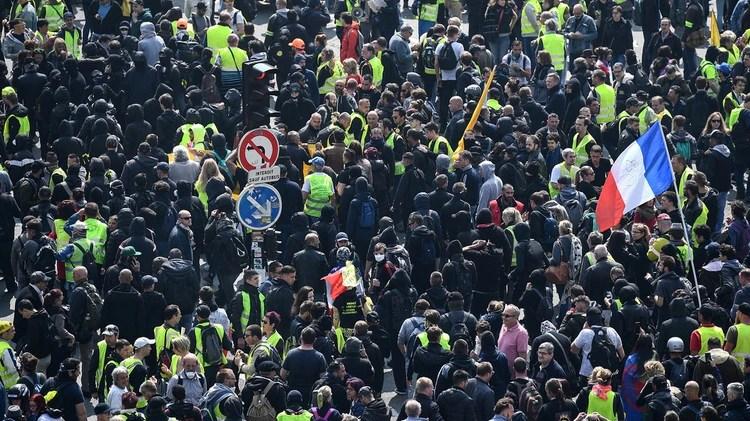 Los black blocks y los chalecos amarillos, la principal amenaza para el gobierno