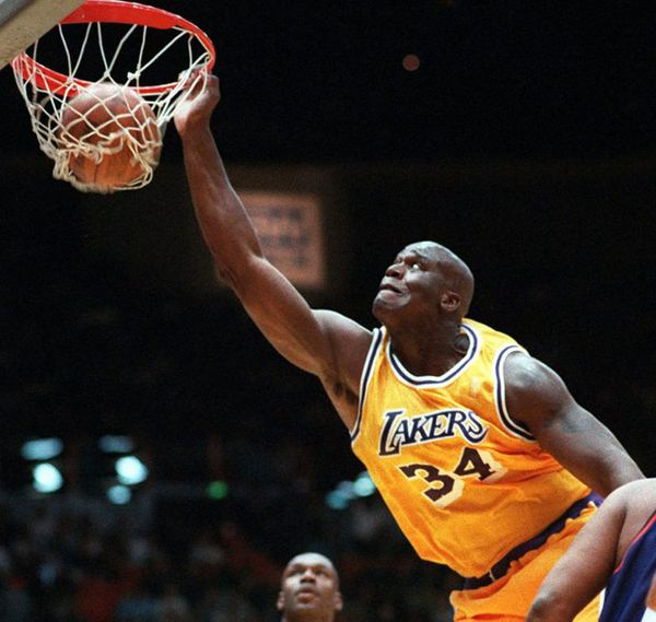 O Neil ganó tres títulos con los Lakers (2000, 2001 y 2002) (AP)