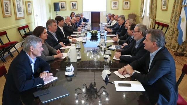 Macri pidió ayer a sus ministros que transmitan calma y que se busque un consenso con la oposición en el Congreso