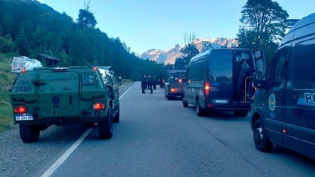 Las fuerzas oficiales están esperando la orden de la justicia para avanzar