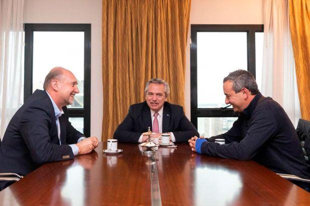 Alberto Fernández junto a Omar Peroti y el intendente de Rosario Pablo Javkin