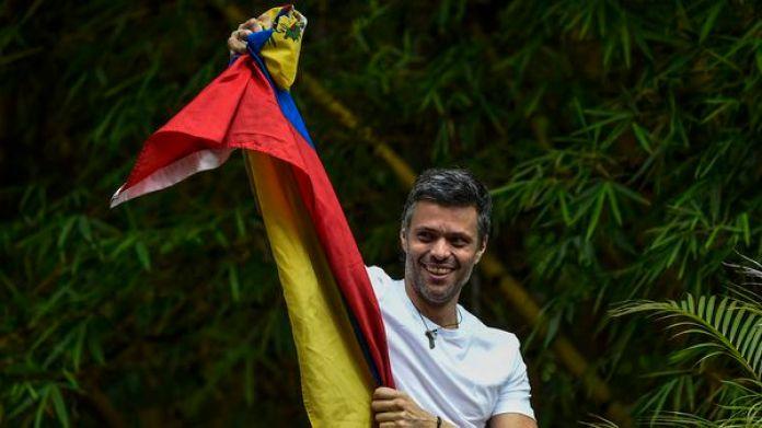 Leopoldo López celebró la excarcelación en su casa en Caracas