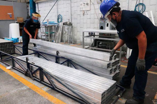 Empresas de aluminio se reactivan para apoyar a las industrias esenciales