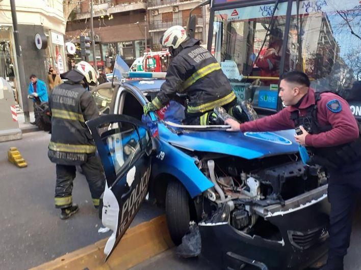 choque entre un patrullero y un colectivo en Palermo