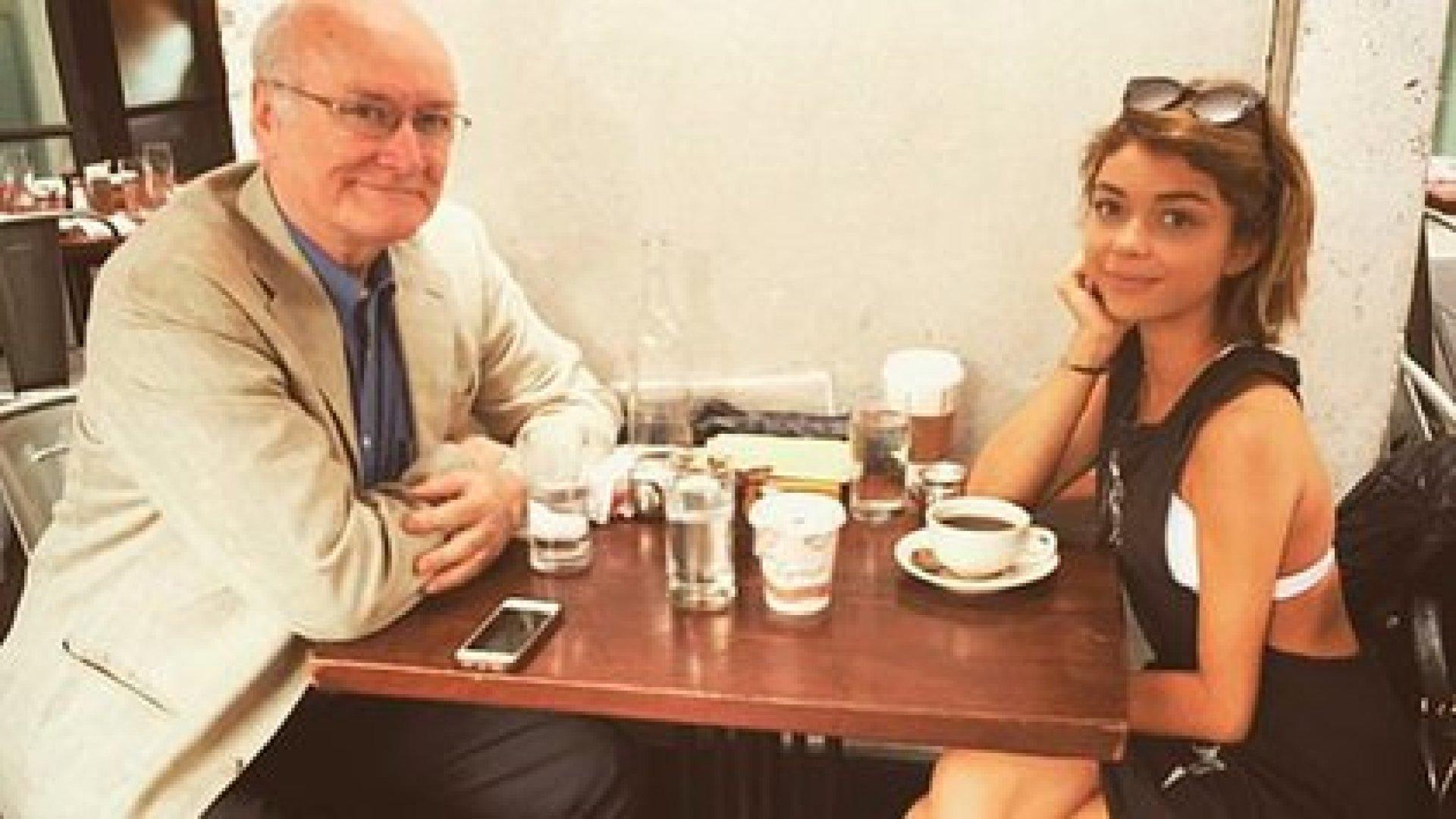 Sarah junto a su padre y donante, el también actor Edward James Hyland