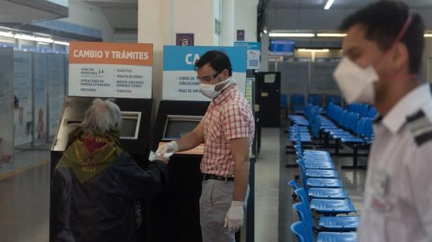 Banco en cuarentena dia 2 avellaneda jubilados