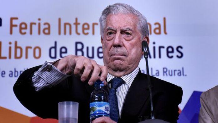Mario Vargas Llosa en la Feria Internacional del Libro en Buenos Aires (Foto: Nicolás Stulberg)