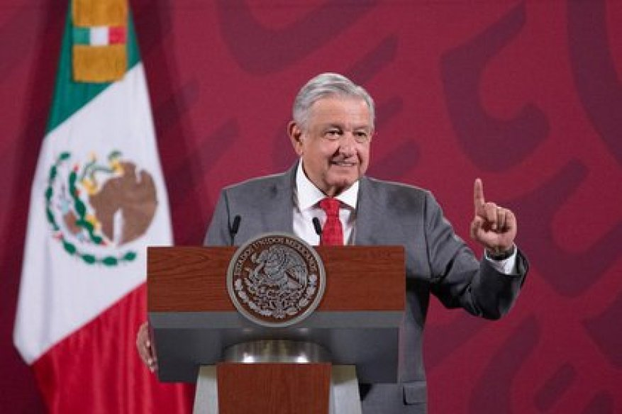 Last October, the president of power company Iberdrola, Ignacio Sánchez Galán, said that he ruled out starting new projects in Mexico if the country's government does not want him to continue investing there.  (Photo: Presidency of Mexico)