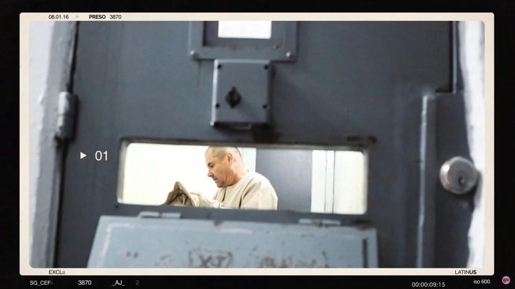 El narcotraficante en una celda donde le fueron entregados una colchoneta y dos rollos de papel de baño (Foto: Latinus vía Reuters)
