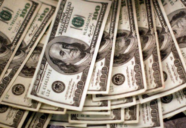 Los dólares en Bolsa refuerzan la tendencia al alza. (Reuters)