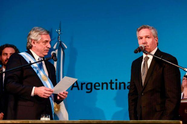 El Presidente le encomendó al canciller Felipe Solá un operativo acelerado para tramitar el refugio de Evo Morales