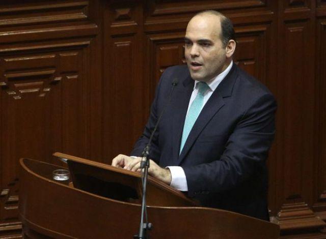 Fernando Zavala en el Congreso antes de la moción de confianza (AFP)