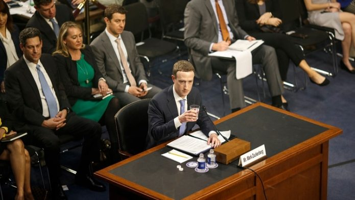 Mark Zuckerberg, el director ejecutivo de Facebook, testificó ante el Congreso de Estados Unidos en abril de 2018 (Tom Brenner/The New York Times)