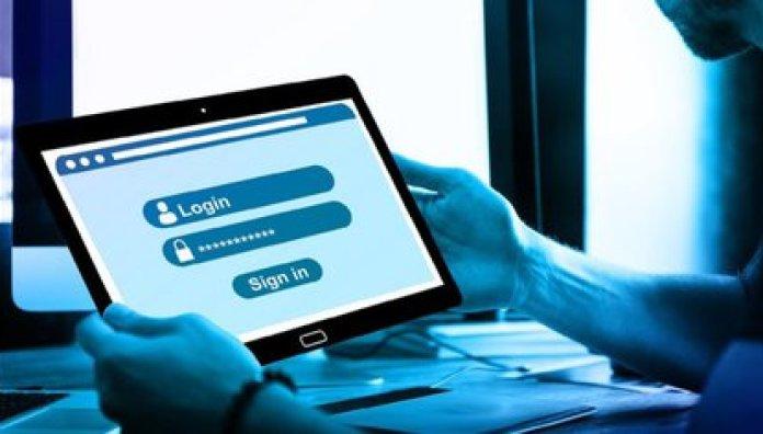 La información pública podría usarse para ataques de phishing o suplantación de identidad que consiste en engañar al usuario para que provea sus constraseñas y otra información confidencial