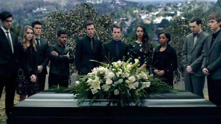 El trailer muestra el funeral de Bryce Walker (Foto: Netflix)