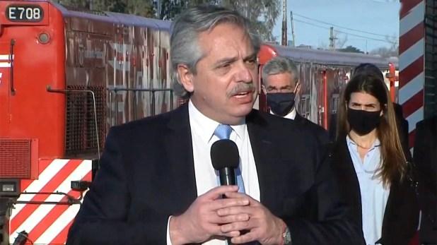 alberto Fernández anuncia obras públicas en la estación Villa Rosa, Pilar y 3 de Febrero