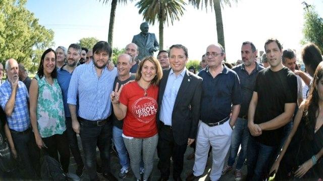 Fernando Gray junto a Leandro Santoro y Leopoldo Moreau en Chascomús