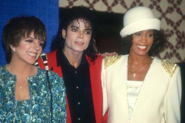 Liza Minnelli, su íntimo amigo Michael Jackson y Whitney Houston (John Barrett/Photolink/Mediapunch/Shutterstock)