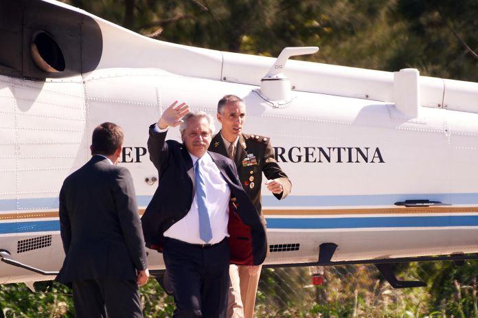 aglaplata - llegada en helicóptero Alberto Fernandez