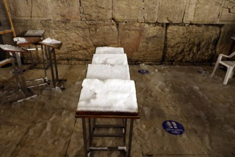 Snow-covered prayer stalls at the Western Wall, Judaism's holiest prayer place, in the Old City of Jerusalem on February 18, 2021. REUTERS / Ronen Zvulun