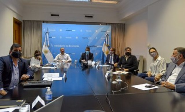 El ministro Guzmán juntó a los principales 'albertistas' y a diputados y senadores