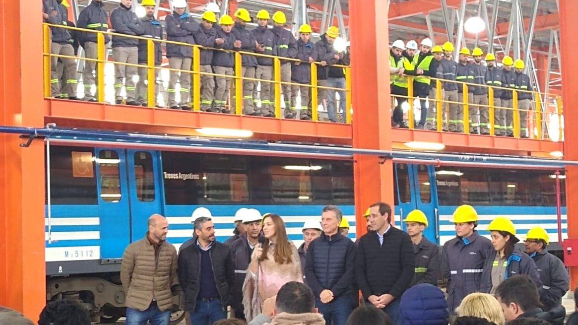 Macri y Vidal inauguraron el Taller Ferroviario de Tolosa, donde se hará el mantenimiento de las formaciones de tren San Martín