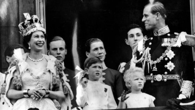 La coronación de Isabel II, que tenía 27 años cuando llegó al trono, el 2 de junio de 1953