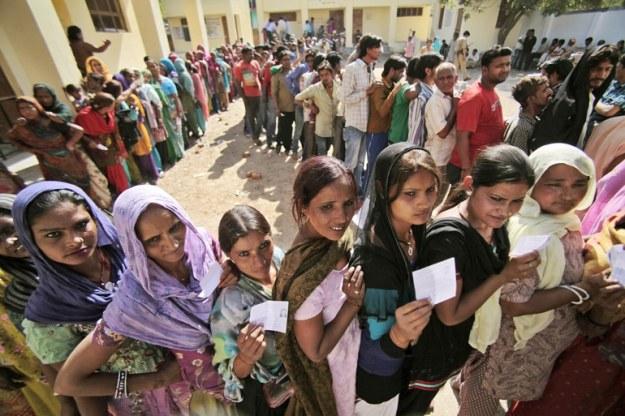 antusiasme warga india dalam mempraktikkan demokrasi