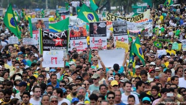 meski banyak masalah brazil sukses menjalankan demokrasi
