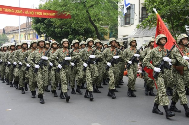parade tentara vietnam