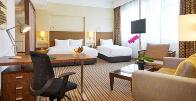 contoh family room triple di hotel parkroyal singapura