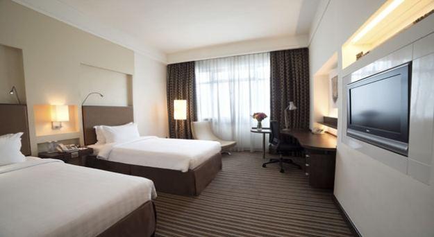 contoh deluxe triple room di parkroyal hotel singapore