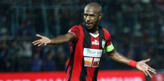 boaz solossa striker senior timnas indonesia sebagai salah satu pemain bola termahal dunia 2017