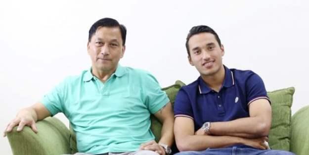 ezra walian dan ayahnya