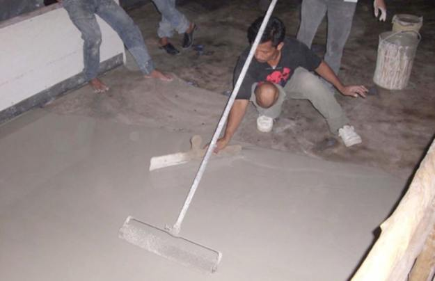 pemasangan lantai vinyl di awal sebaiknya dilakukan ahli pasang vinyl