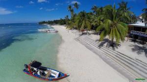 Alona Beach Tawala Bohol Philippines 015