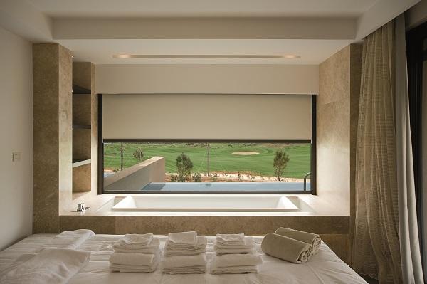 Le tende verticali per esterni, si adattano perfettamente a balconi, finestre e facciate e vetrate. Installare Tende Verticali E Piu Semplice Con Z 720 E Z 721