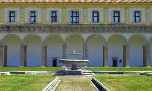 La Certosa di Padula con il paese alle spalle