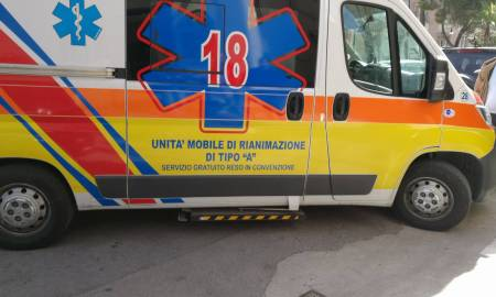 croce_azzurra_-ambulanza