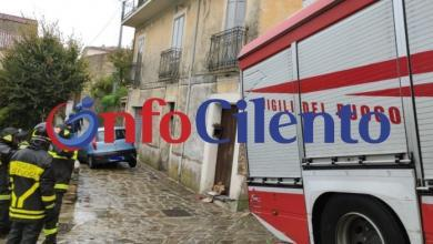 Photo of Gioi: voragine in strada, auto resta bloccata