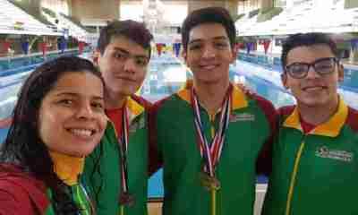 Nadadores bolivianos ganan medallas en Paraguay