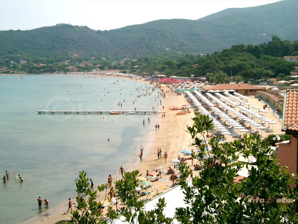 Spiaggia di Procchio allIsola dElba a Marciana
