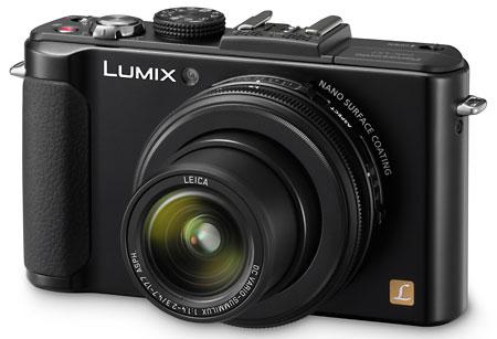 Lumix LX7 ini memiliki lensa dengan bukaan sangat besar yaitu f/1.4-2. Ideal buat motret di indoor yang gelap.
